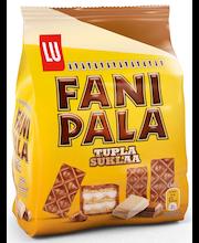 Fanipala Tuplasuklaa 215g maitosuklaalla kuorrutettu vohveli, jossa valkoista suklaata sisältävää täytettä (45%)