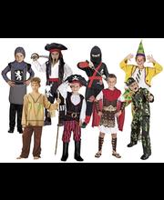 Rooliasulajitelma pojille, useita erilaisia ja kahta eri kokoa  4-6 ja 7-9 vuotiaille