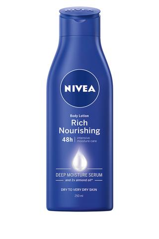 NIVEA 250ml Nourishing Milk Rich Body Lotion vartaloemulsio kuivalle ja erittäin kuivalle iholle