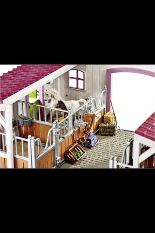 Schleich Horse Club Hevostalli ja tarvikkeet - talli, ratsastaja, hevonen ja varsa