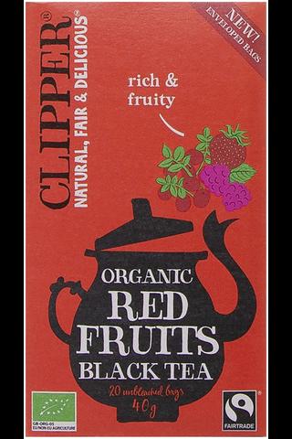 Clipper Maustettu luomu musta tee, sisältää vadelmaa, mansikkaa ja karpaloa 40g / 20 pussia