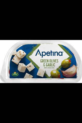Apetina 100/60g snack vihreitä oliiveja, valkosipulia ja välimerellisiä juustokuutioita öljyssä