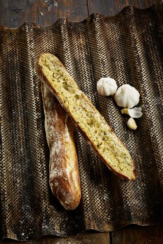 Fazer Leipurit Leipurimestarin valkosipulivoipatonki 300 g vehnäleipä