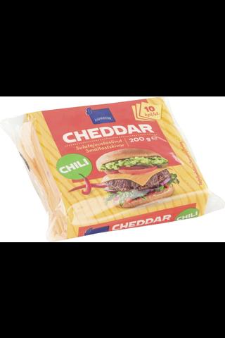Yksittäispakattuja sulatejuustosiivuja, sisältää cheddaria, chiliä ja punaista paprikaa, 16% rasvaa. Iskukuumennettu.