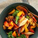 Mustajuuri-panzanellasalaatti