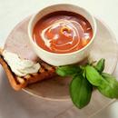 Tomaatti-tortellinikeitto