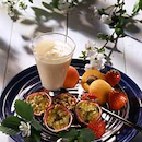 Hedelmälautanen ja vaniljavaahto
