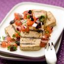 Tofupihvit ja tomaatti-oliivisalsa