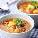 Sakea jauheliha-currykeitto