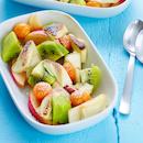 Lämmin valkosuklaa-hedelmäsalaatti