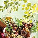Makoisat liha-kasvisvartaat ja valelukastike