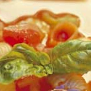 Tomaatti-basilika pastakeitto