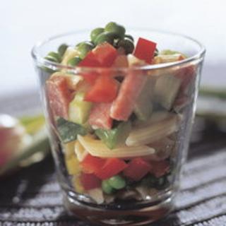 Salami-pastasalaatti