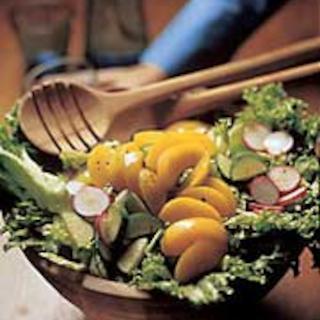 Persikkasalaatti