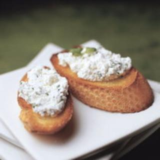 Yrtti-juustocrostinit