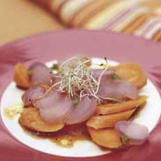 Pirteä retiisi-porkkanasalaatti