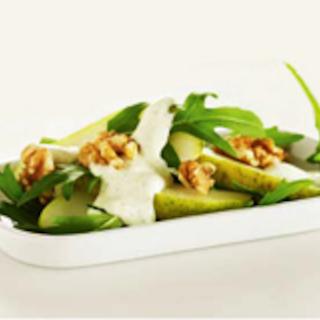 Päärynä-saksanpähkinäsalaatti