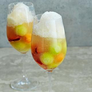 Kupliva meloni-jäätelömalja
