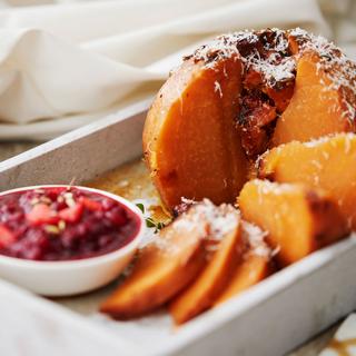 Lanttupaisti ja karpalo-persimonkastike