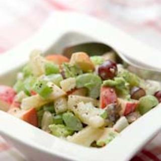 Hedelmäinen waldorfinsalaatti