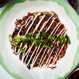 Japanilainen punakaalimunakas okonomiyaki