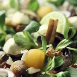 Limettimarinoitu mozzarellasalaatti
