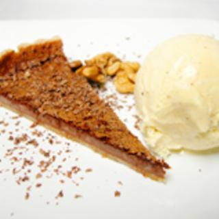 Suklaa-mantelipiirakka & vanilja-jäätelön