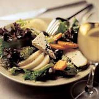 Päärynä-bataattisalaatti