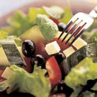 Kolmen salaatin kimara kreikkalaisittain