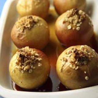 Pähkinätäytteiset uuniomenat