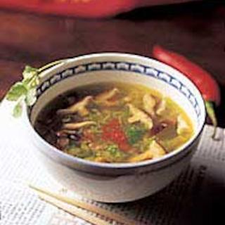 Kevyt kiinalainen keitto