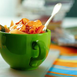 Broileria curry-ananaskastikkeessa