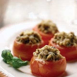 Sienillä täytetyt tomaatit