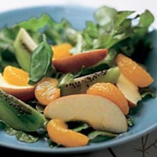 Raikas salaatti ja sitruskastike