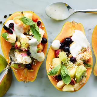 Hedelmäiset papaijaveneet ja limejogurtti