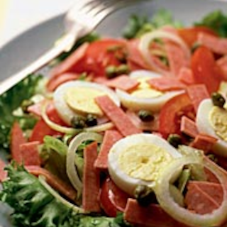 Italialainen makkarasalaatti
