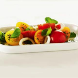 Tomaatti-basilikasalaatti
