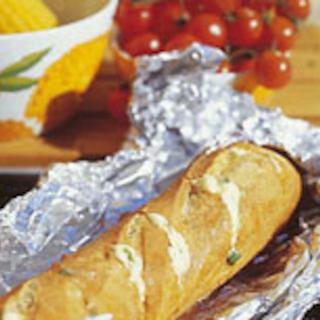 Valkosipulipatonki grillissä