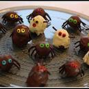 kaura-suklaakummitukset ja -hämähäkit